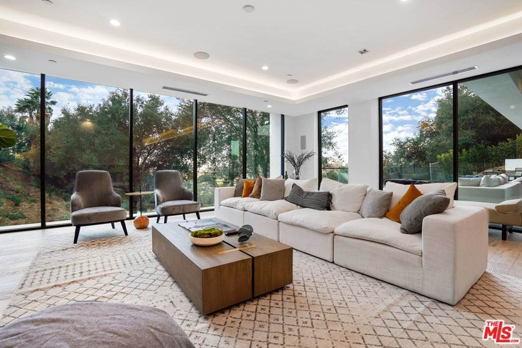 16. Residential for Sale at Multiview Drive Los Angeles, California 90068 United States
