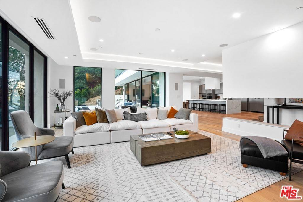17. Residential for Sale at Multiview Drive Los Angeles, California 90068 United States
