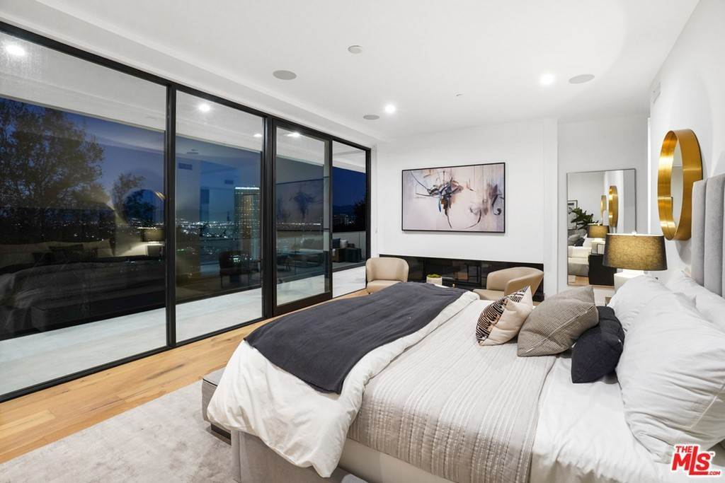 20. Residential for Sale at Multiview Drive Los Angeles, California 90068 United States