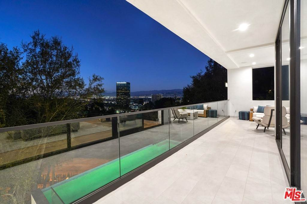 26. Residential for Sale at Multiview Drive Los Angeles, California 90068 United States