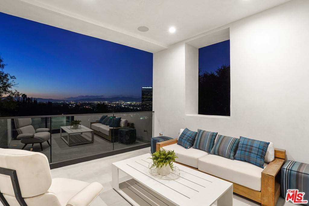 27. Residential for Sale at Multiview Drive Los Angeles, California 90068 United States