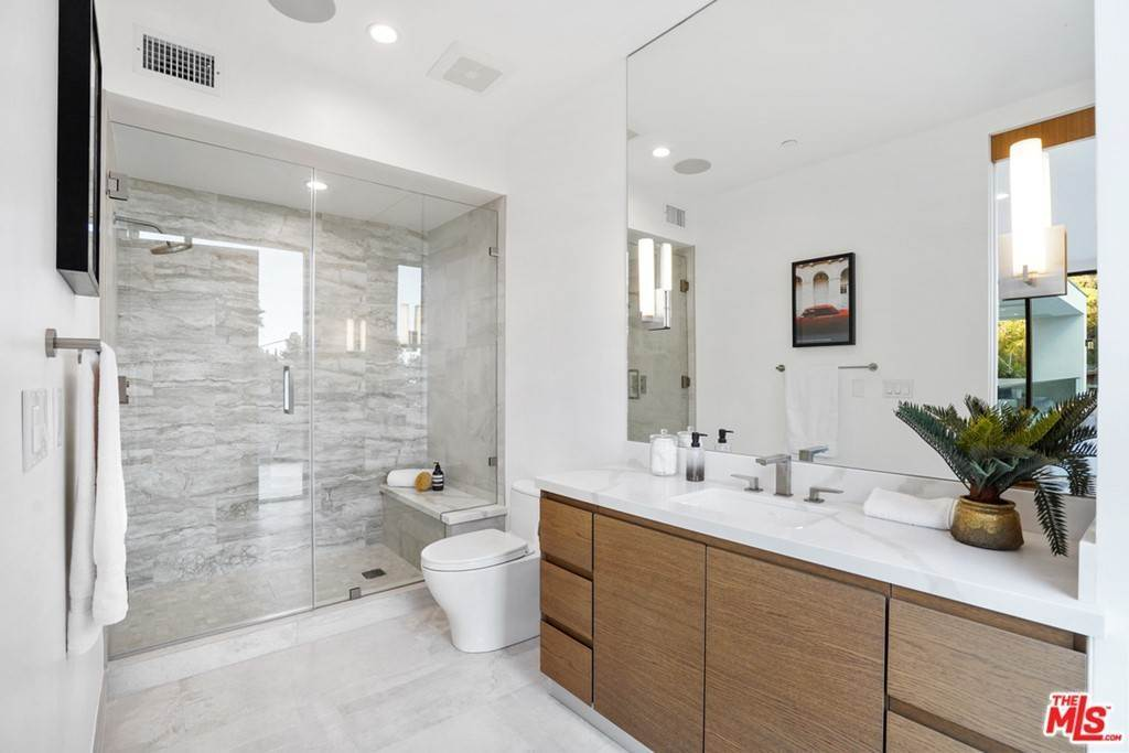 31. Residential for Sale at Multiview Drive Los Angeles, California 90068 United States