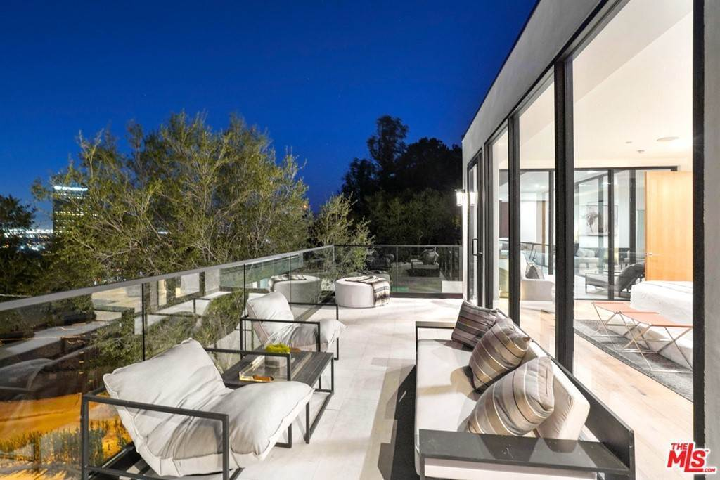 32. Residential for Sale at Multiview Drive Los Angeles, California 90068 United States