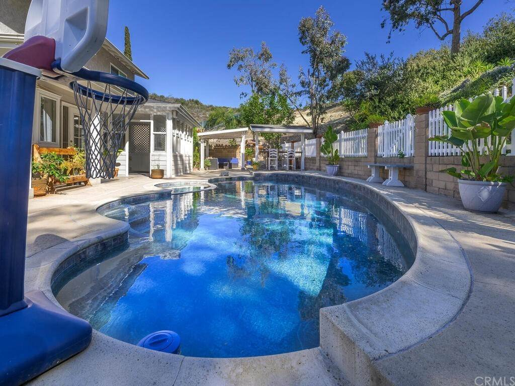 21. Residential for Sale at Via Noveno Mission Viejo, California 92691 United States