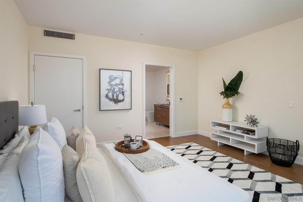 6. Residential for Sale at W E Street San Diego, California 92101 United States
