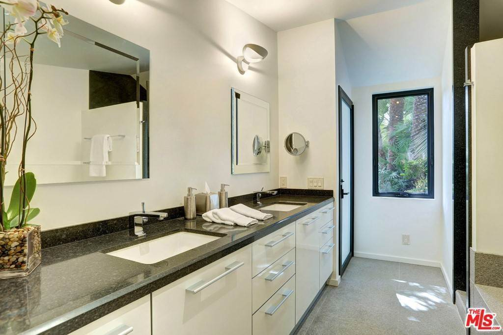 15. Residential for Sale at Claray Drive Los Angeles, California 90077 United States