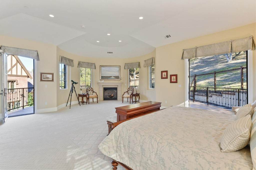 16. Residential for Sale at Shady Lane Los Gatos, California 95032 United States