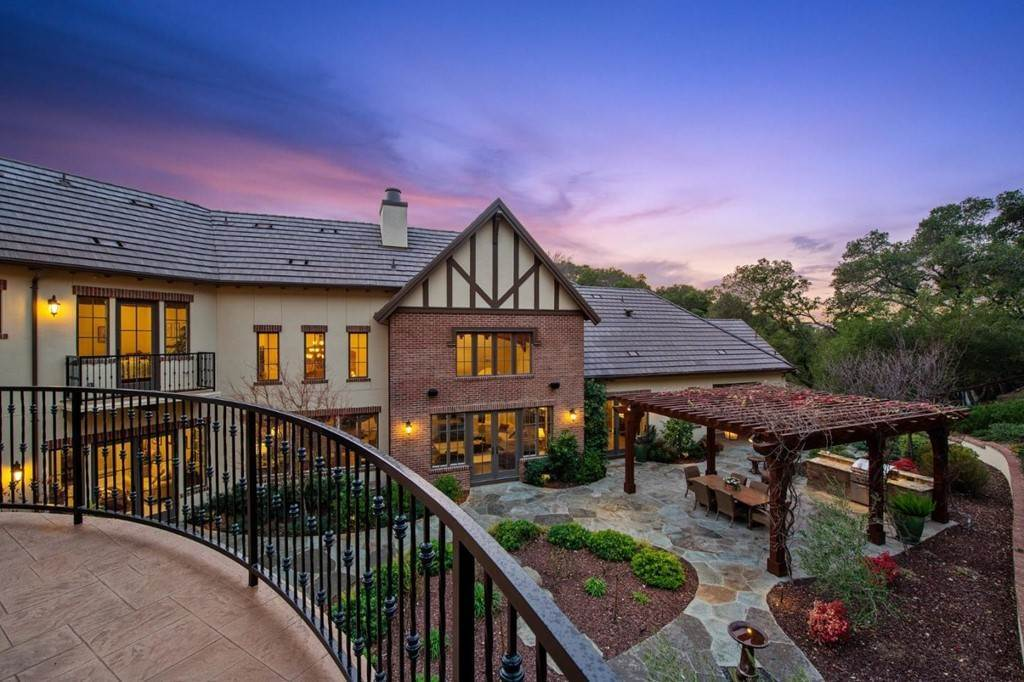 19. Residential for Sale at Shady Lane Los Gatos, California 95032 United States