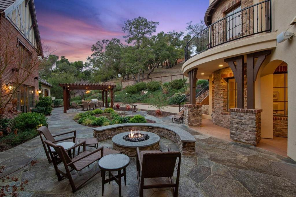 20. Residential for Sale at Shady Lane Los Gatos, California 95032 United States