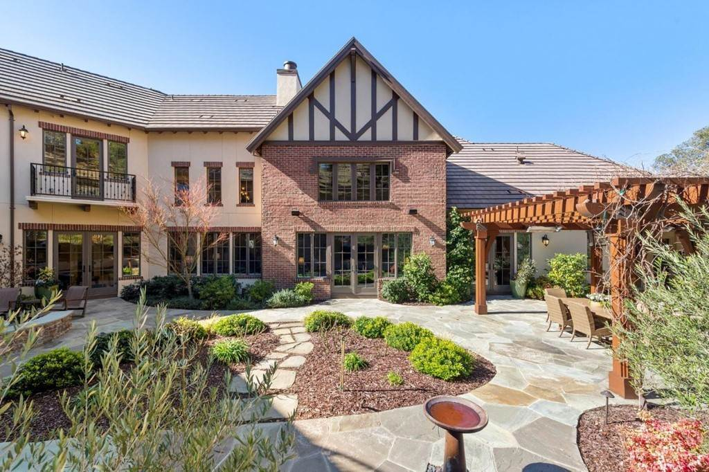 22. Residential for Sale at Shady Lane Los Gatos, California 95032 United States