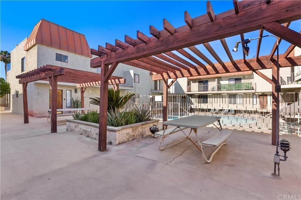 21. Residential for Sale at Florence Avenue Downey, California 90240 United States