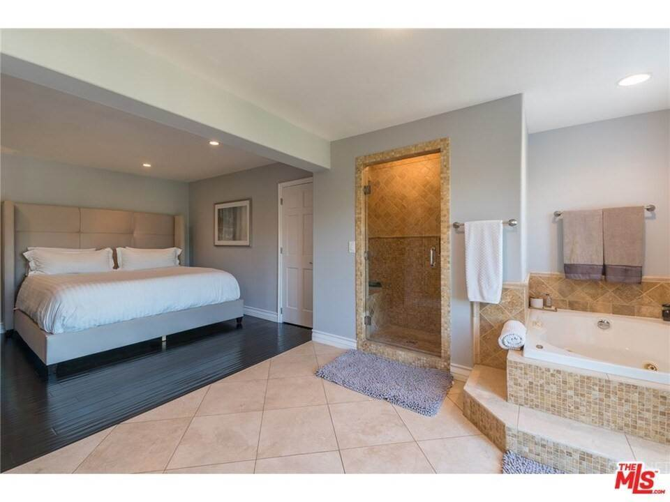 14. Residential for Sale at CHARLESTON Way Los Angeles, California 90068 United States