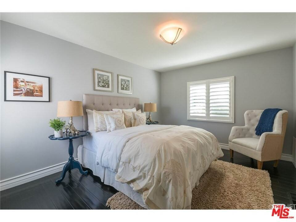 16. Residential for Sale at CHARLESTON Way Los Angeles, California 90068 United States