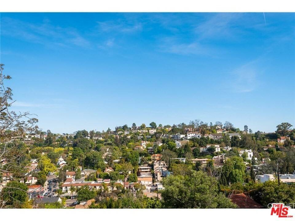 24. Residential for Sale at CHARLESTON Way Los Angeles, California 90068 United States