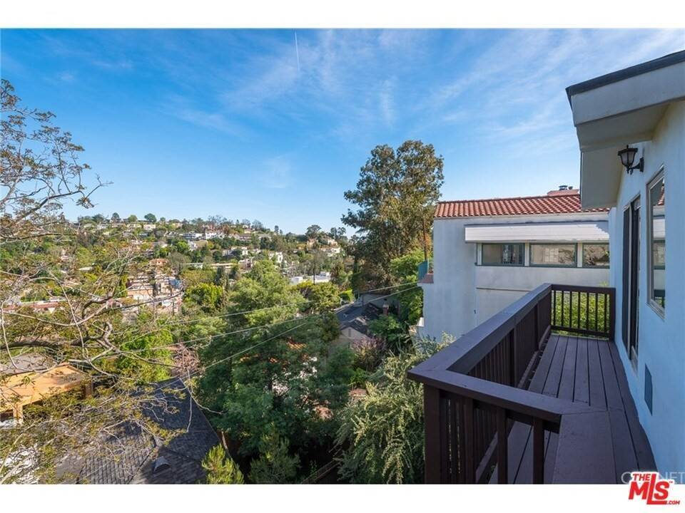 25. Residential for Sale at CHARLESTON Way Los Angeles, California 90068 United States