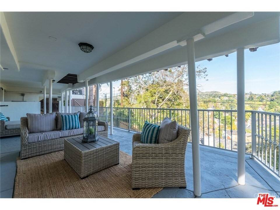 26. Residential for Sale at CHARLESTON Way Los Angeles, California 90068 United States