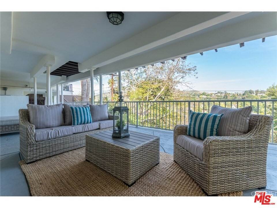 27. Residential for Sale at CHARLESTON Way Los Angeles, California 90068 United States