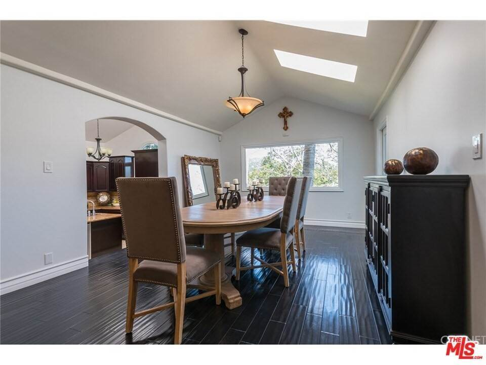 7. Residential for Sale at CHARLESTON Way Los Angeles, California 90068 United States