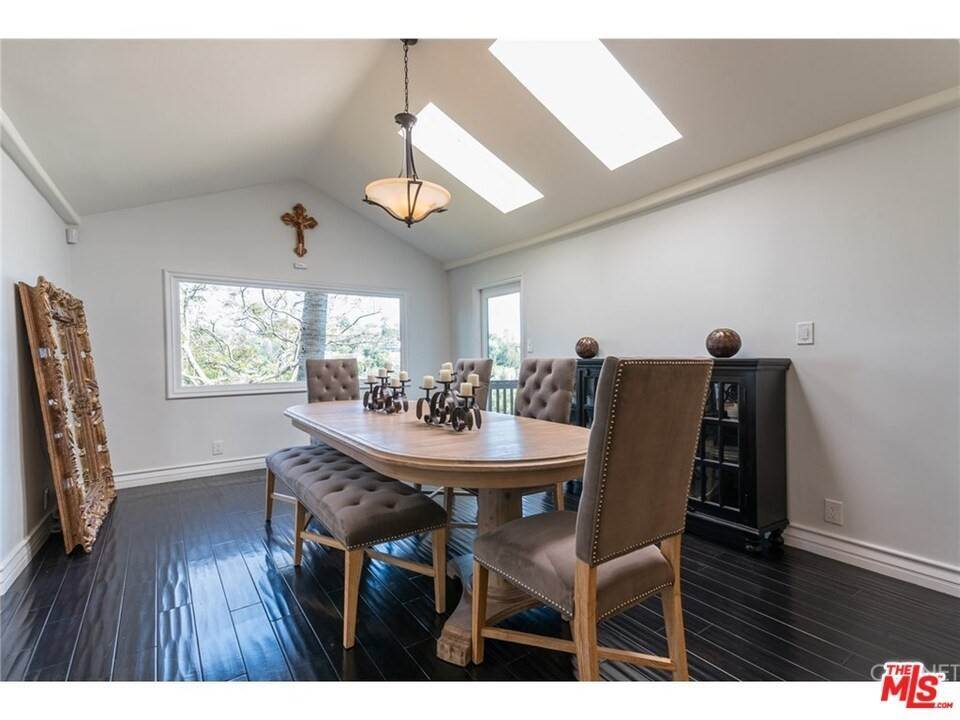 8. Residential for Sale at CHARLESTON Way Los Angeles, California 90068 United States
