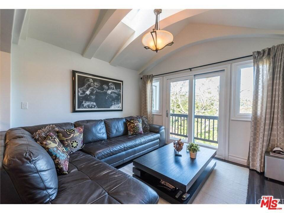 9. Residential for Sale at CHARLESTON Way Los Angeles, California 90068 United States