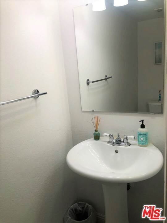 17. Residential for Sale at Lemoli Avenue Hawthorne, California 90250 United States