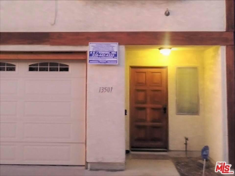 24. Residential for Sale at Lemoli Avenue Hawthorne, California 90250 United States