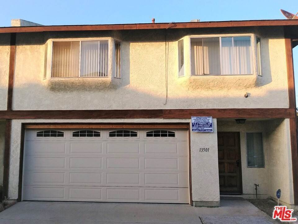 25. Residential for Sale at Lemoli Avenue Hawthorne, California 90250 United States