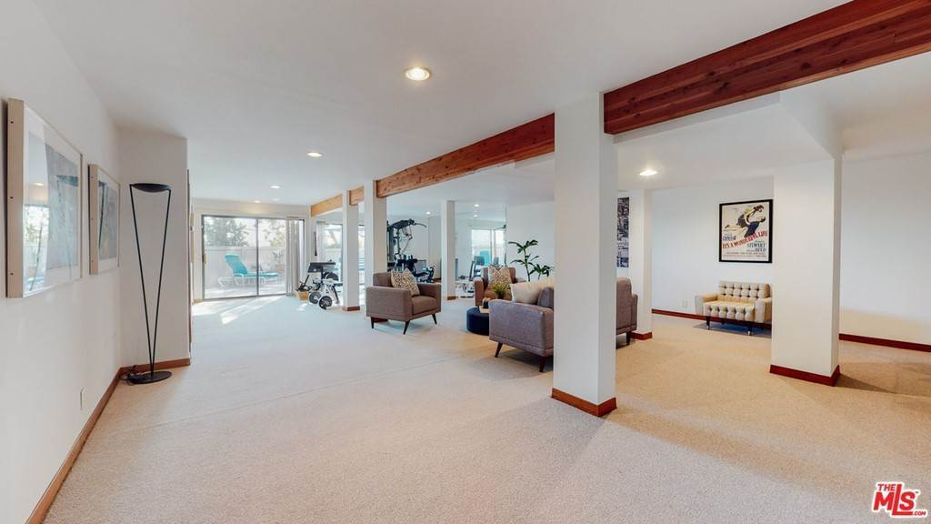32. Residential for Sale at Crane Boulevard Los Angeles, California 90065 United States