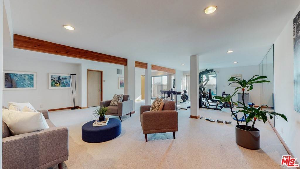 35. Residential for Sale at Crane Boulevard Los Angeles, California 90065 United States