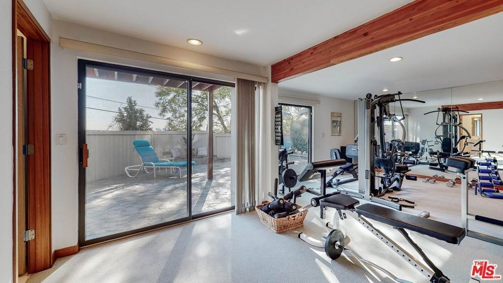 39. Residential for Sale at Crane Boulevard Los Angeles, California 90065 United States