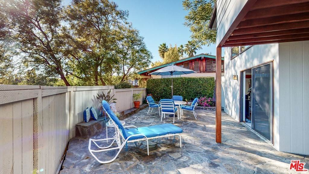 40. Residential for Sale at Crane Boulevard Los Angeles, California 90065 United States