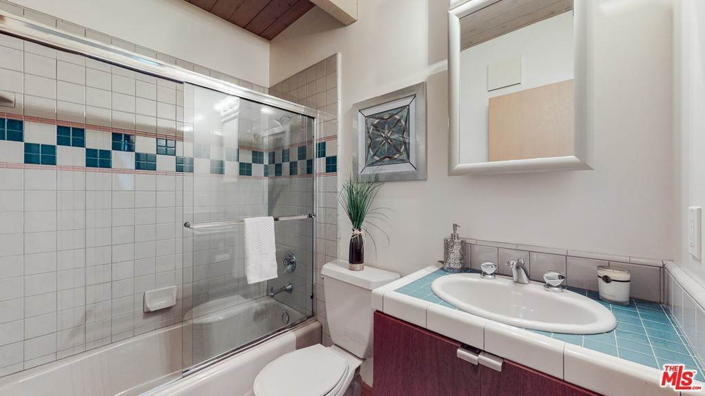 46. Residential for Sale at Crane Boulevard Los Angeles, California 90065 United States