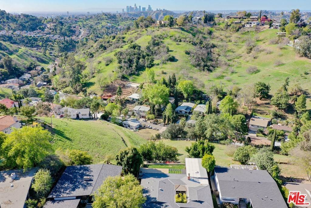 11. Land for Sale at Bend Drive Los Angeles, California 90065 United States