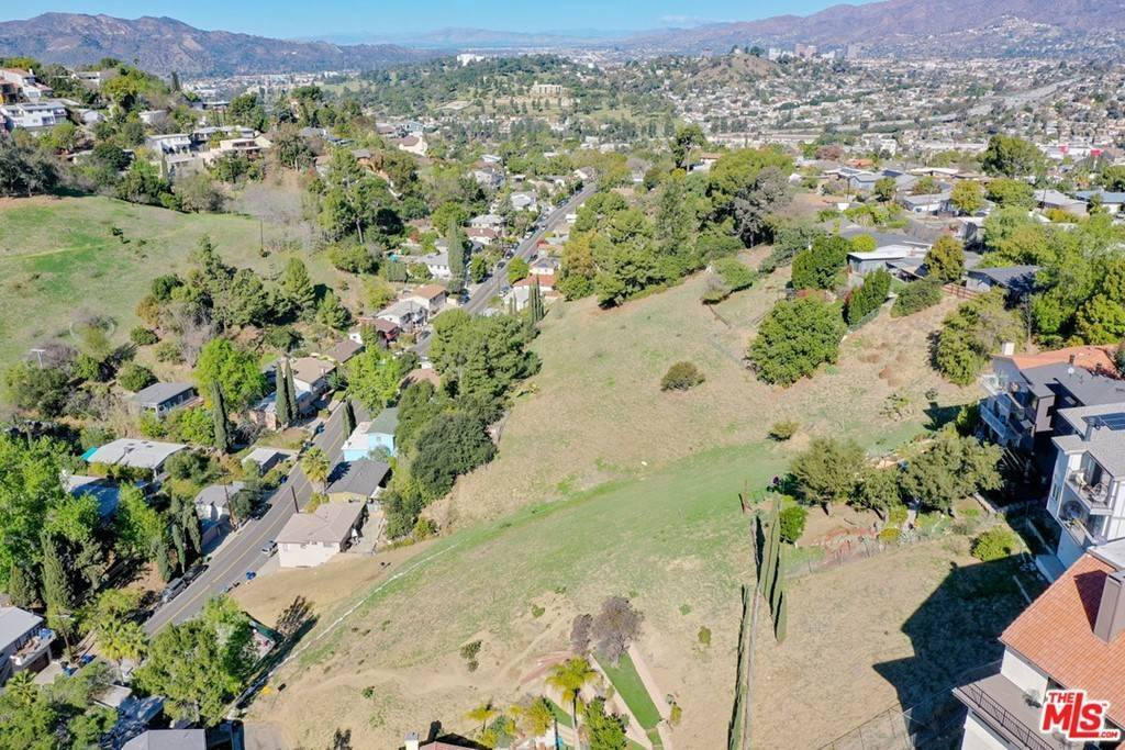 15. Land for Sale at Bend Drive Los Angeles, California 90065 United States