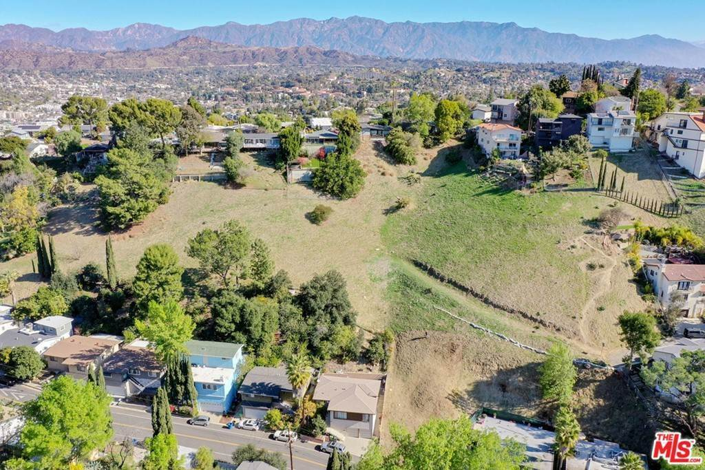 17. Land for Sale at Bend Drive Los Angeles, California 90065 United States