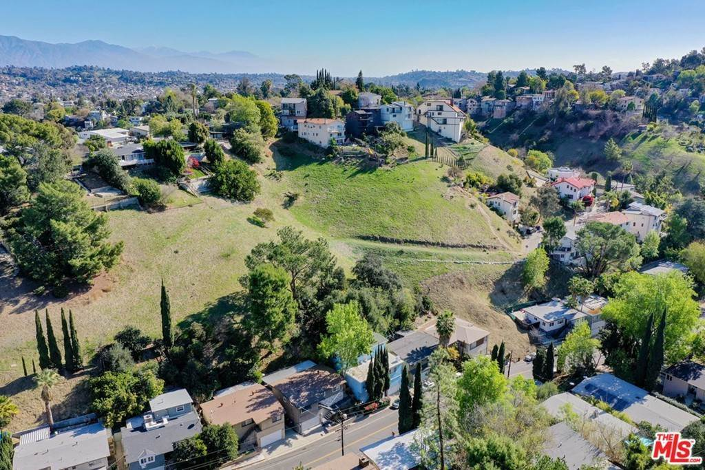 18. Land for Sale at Bend Drive Los Angeles, California 90065 United States