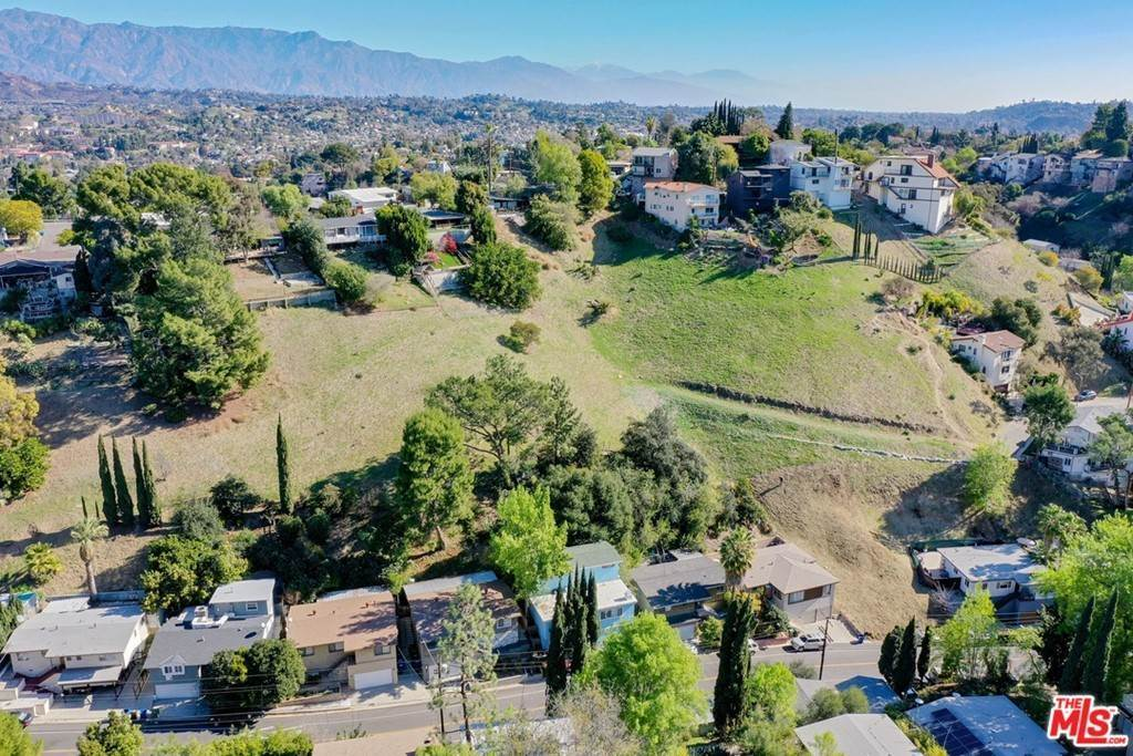 8. Land for Sale at Bend Drive Los Angeles, California 90065 United States
