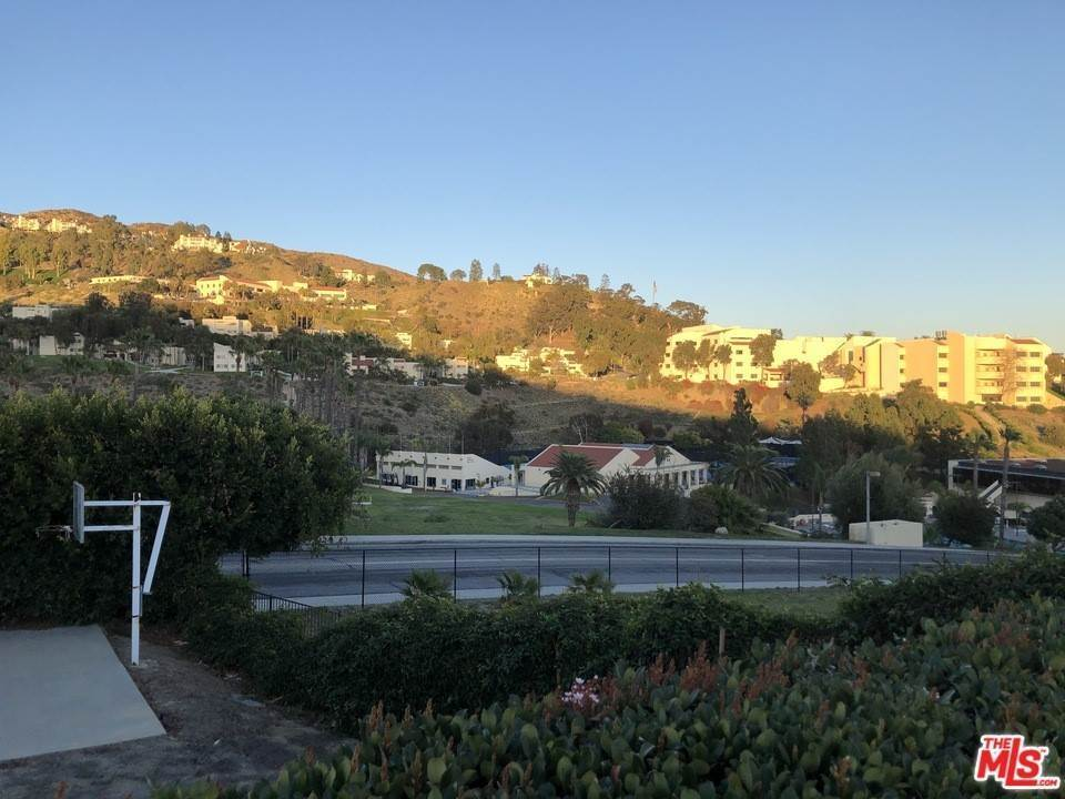 13. Residential for Sale at Skyline View Drive Malibu, California 90265 United States