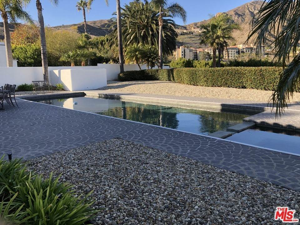 14. Residential for Sale at Skyline View Drive Malibu, California 90265 United States