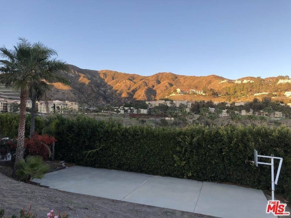 15. Residential for Sale at Skyline View Drive Malibu, California 90265 United States