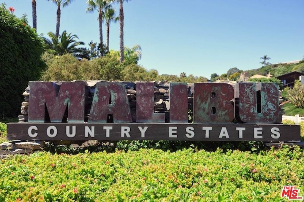 18. Residential for Sale at Skyline View Drive Malibu, California 90265 United States