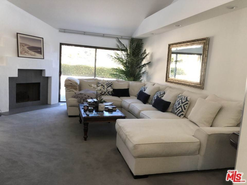 8. Residential for Sale at Skyline View Drive Malibu, California 90265 United States