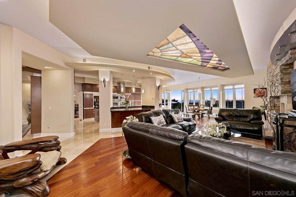 10. Residential for Sale at Soledad Mountain Road La Jolla, California 92037 United States