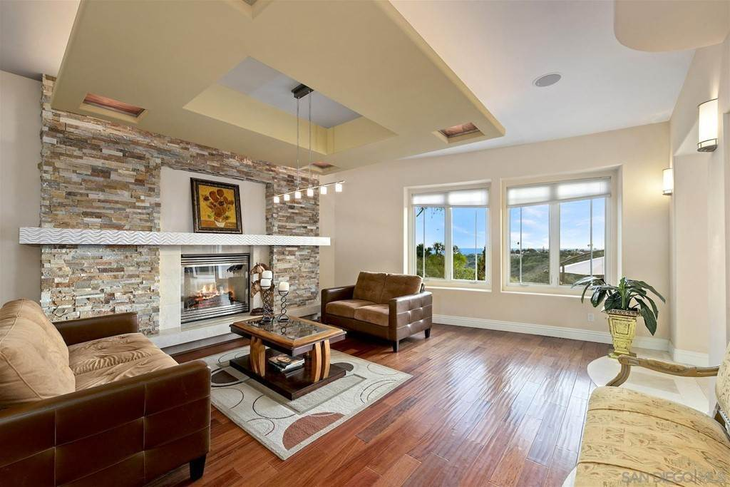11. Residential for Sale at Soledad Mountain Road La Jolla, California 92037 United States