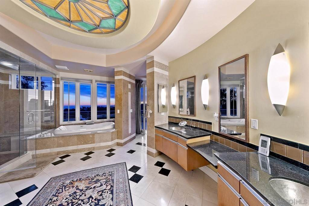 22. Residential for Sale at Soledad Mountain Road La Jolla, California 92037 United States