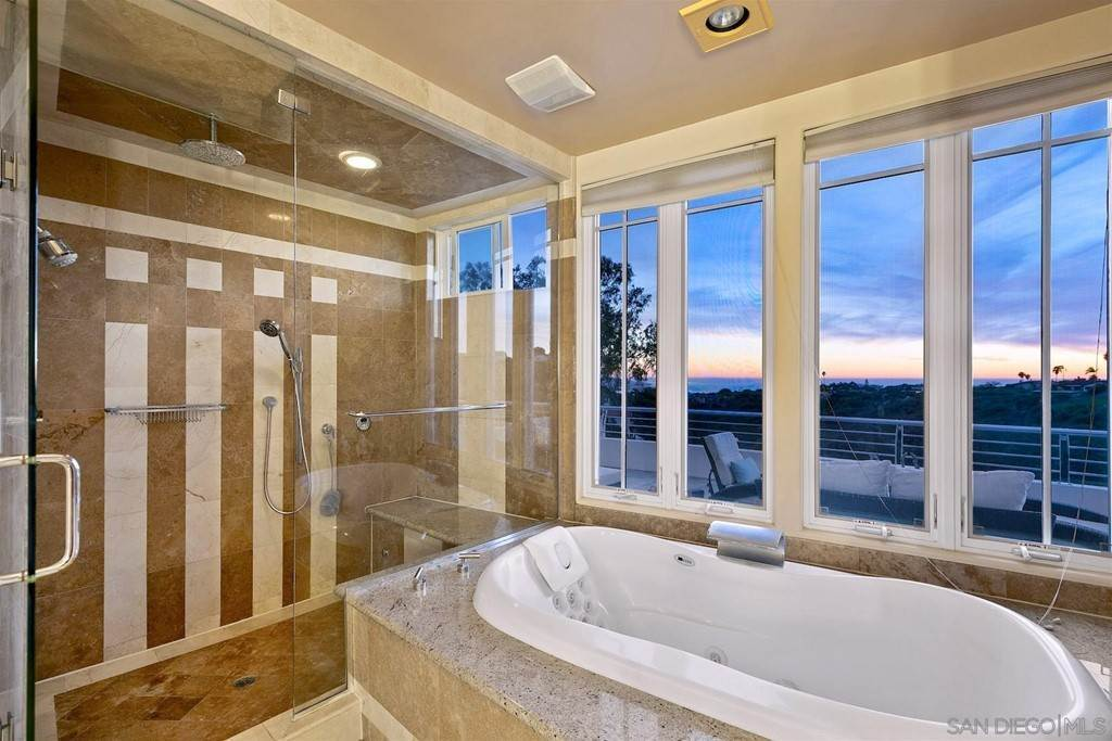 23. Residential for Sale at Soledad Mountain Road La Jolla, California 92037 United States