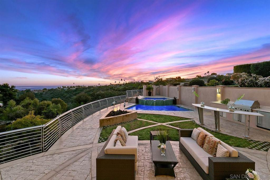 30. Residential for Sale at Soledad Mountain Road La Jolla, California 92037 United States