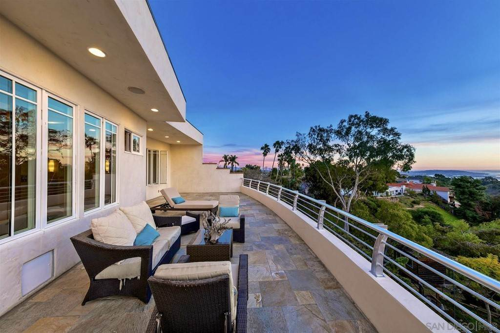 31. Residential for Sale at Soledad Mountain Road La Jolla, California 92037 United States