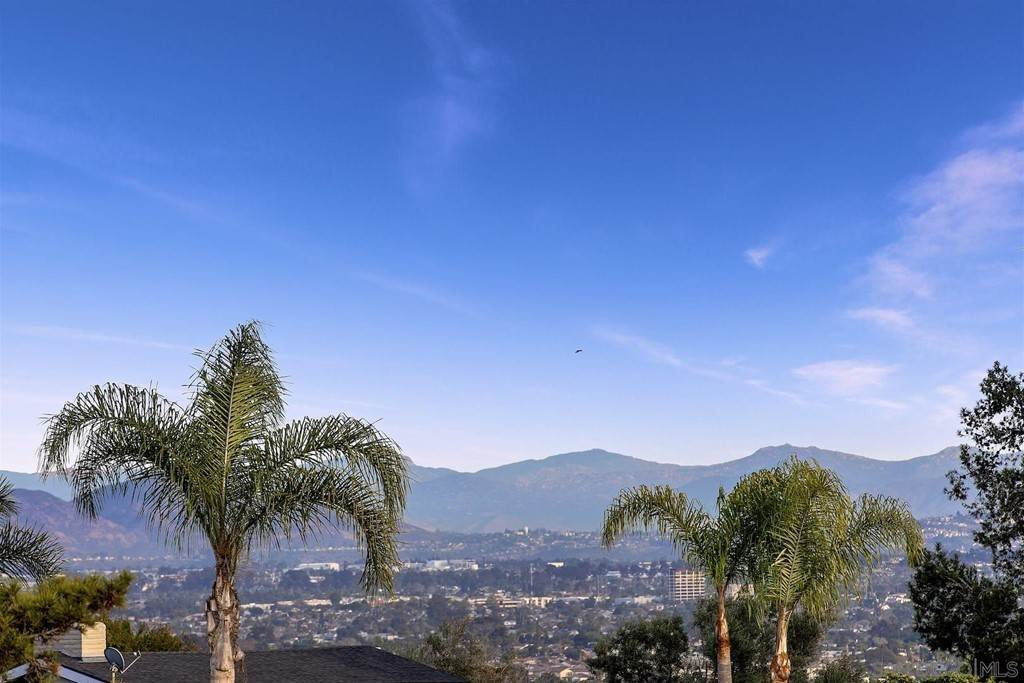 36. Residential for Sale at Soledad Mountain Road La Jolla, California 92037 United States