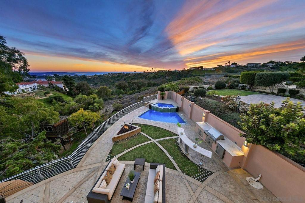 4. Residential for Sale at Soledad Mountain Road La Jolla, California 92037 United States